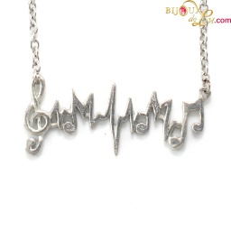musical_heartbeat_necklace